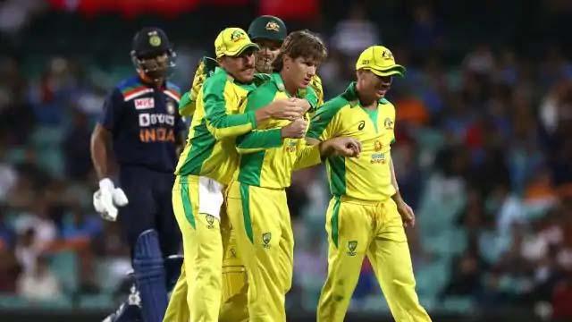Photo of भारत सीरीज में 0-1 से पिछड़ा, फिंच-स्मिथ की सेंचुरी के बाद जाम्पा-हेजलवुड की शानदार गेंदबाजी के दम पर जीता ऑस्ट्रेलिया