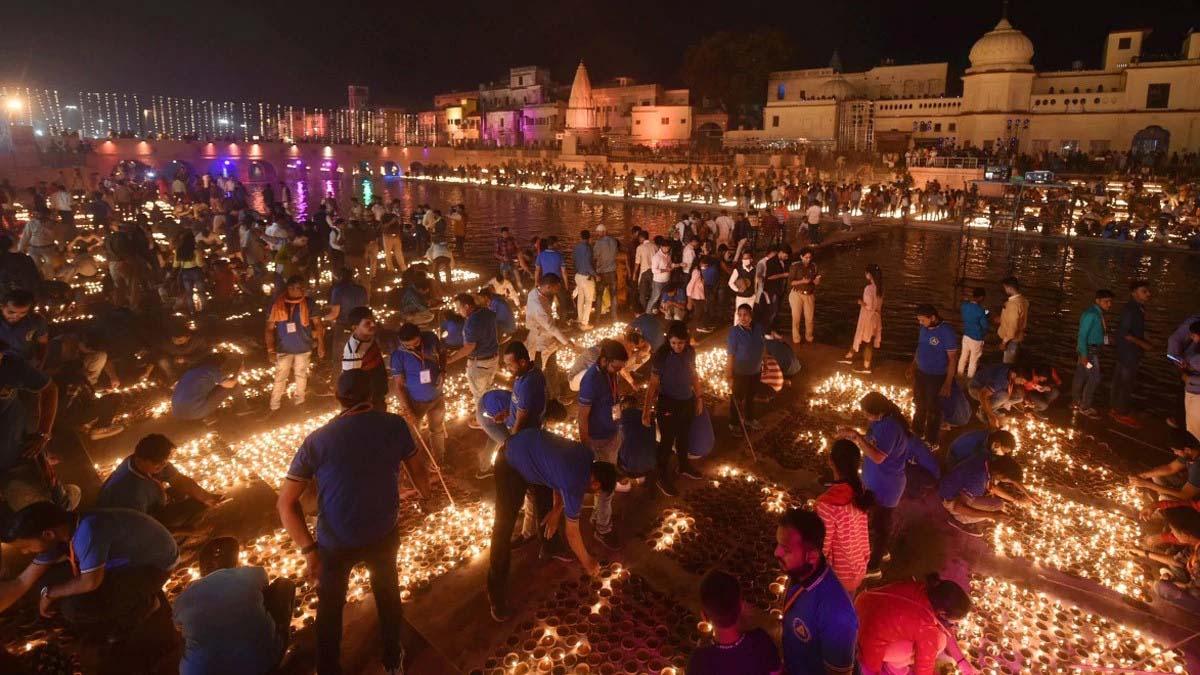 Photo of 6 लाख दीयों से जगमगाई राम की नगरी अयोध्या, गिनीज बुक में बना रिकॉर्ड