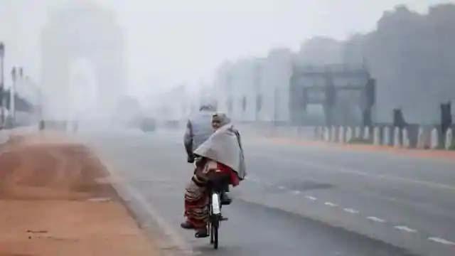 Photo of मौसम अलग-अलग रिकॉर्ड तोड़ने में लगा, दिल्ली में इस बार नवंबर में ही दिसंबर जैसी सर्दी, 14 साल का रिकॉर्ड टूटा