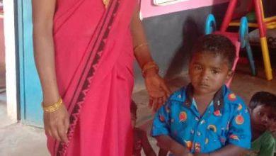 Photo of माता के निधन के बाद आंगनबाड़ी कार्यकर्ता की देखरेख से सुधरी मनीष की सेहत
