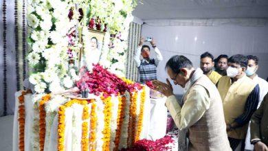 Photo of मुख्यमंत्री चौहान ने स्वर्गीय ओम यादव को श्रद्धांजलि दी