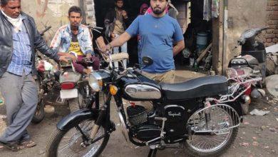 Photo of कबाड़ में पड़े चेसिस में जुगाड़ कर मैकेनिक ने बना दी चमचमाती राजदूत