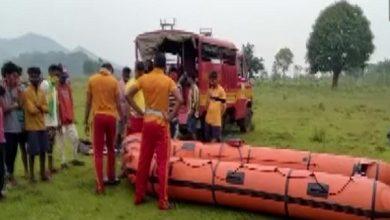 Photo of सिलेरू नदी में नाव पलटने से 8 मजदूर लापता, 1 शव बरामद