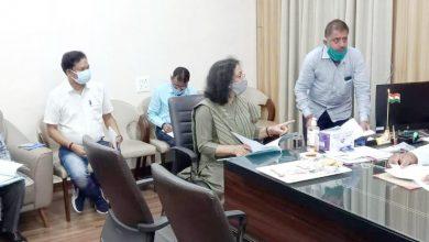 Photo of भूमि आबंटन से संबंधित आवेदनों पर राजस्व मंत्री ने की चर्चा
