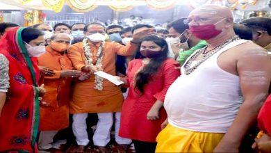 Photo of मुख्यमंत्री चौहान ने दिवंगत पुजारी महेश शर्मा की पुत्री को 11 लाख रुपये की राशि का चेक प्रदान किया