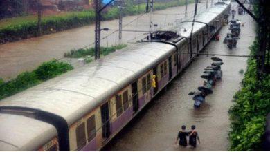 Photo of महाराष्ट्र में बारिश से जनजीवन अस्त-व्यस्त, 48 ट्रेनें रद्द, 33 का बदला गया रूट