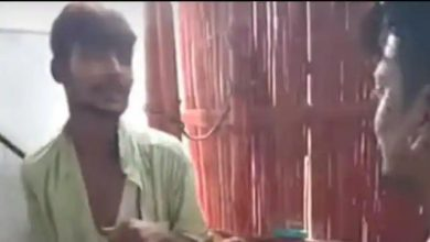 Photo of चोरी के आरोप में युवक को बेल्ट से पीटा