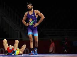 Photo of रवि दहिया की मजबूत पकड़ से छूटने के लिए दांत से काटने लगा पहलवान