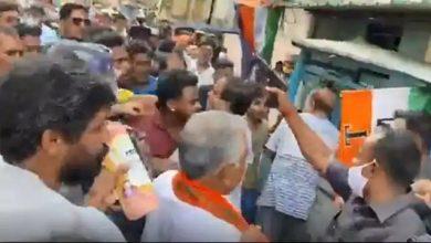 Photo of प्रचार के आखिरी दिन हिंसा, दिलीप घोष के सुरक्षाकर्मियों ने TMC कार्यकर्ताओं पर तान दी बंदूक